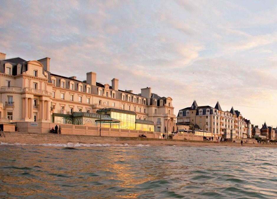 Façade-Thermes-Marins-de-Saint-Malo-940x1024